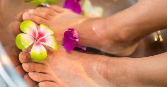 massage des pieds gonflés